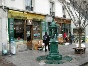 Shakespeare_and_Company_bookstore_in_Paris